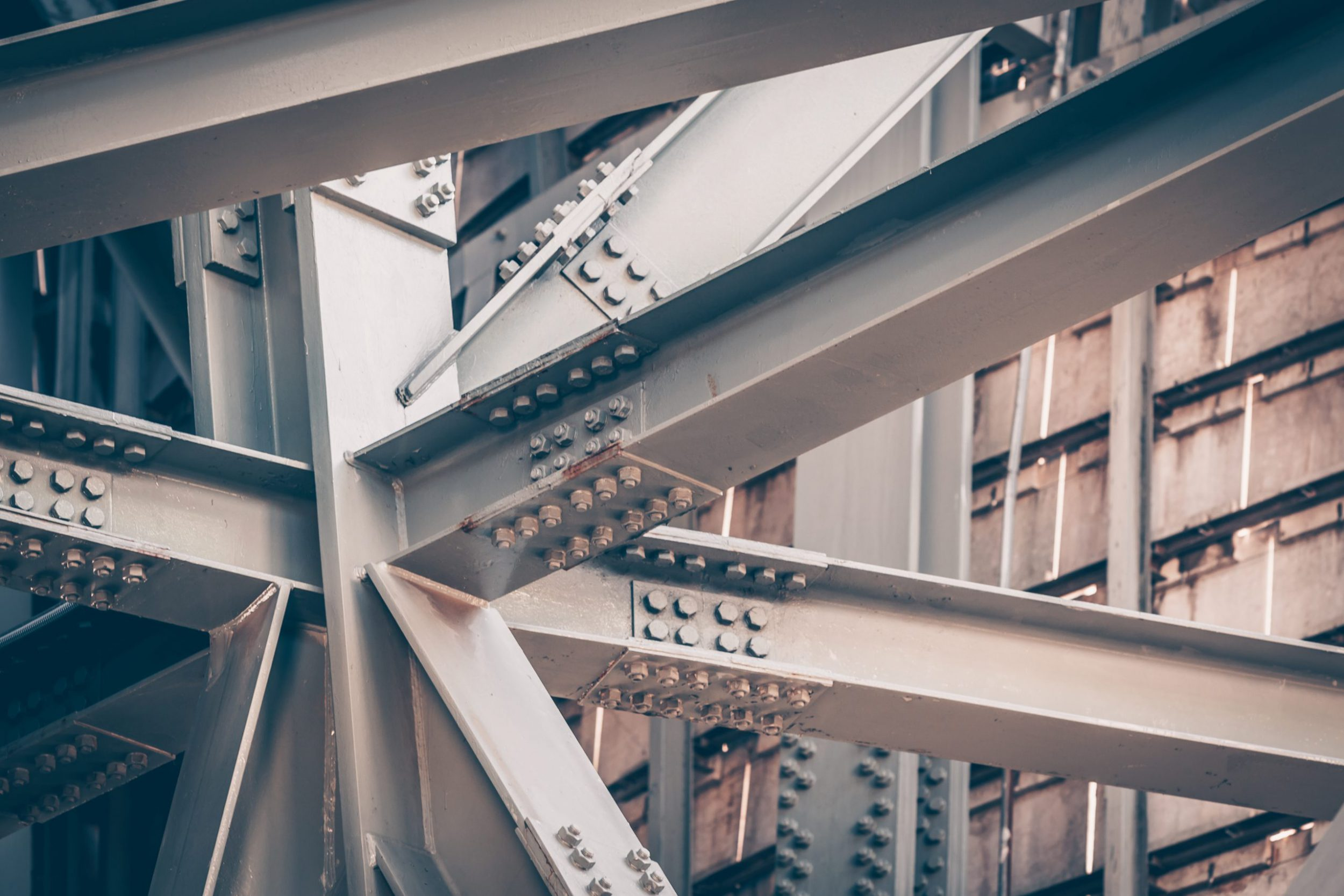 Aço como matéria-prima para estruturas de segurança em grandes plantas